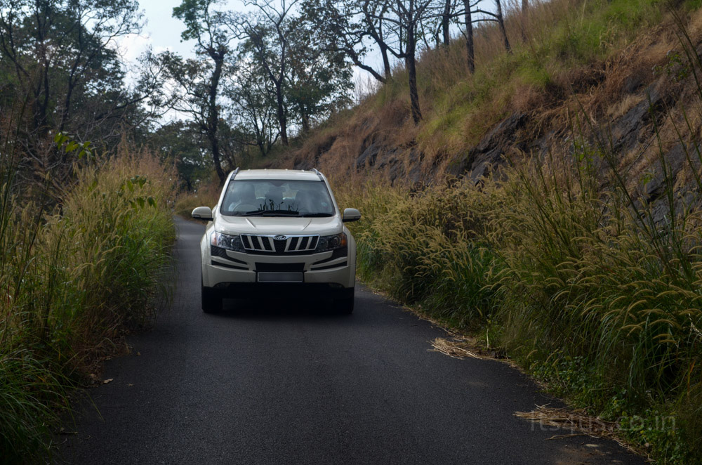 XUV covering the whole road !!
